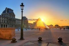 Por do sol da lanterna do Louvre Imagem de Stock Royalty Free
