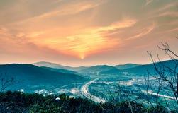 Por do sol da montanha Foto de Stock