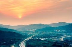 Por do sol da montanha Imagem de Stock