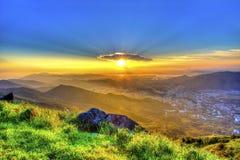 Por do sol da montanha de Hong Kong foto de stock