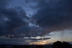 Por do sol da nuvem foto de stock royalty free