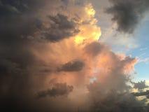 Por do sol da nuvem imagens de stock