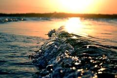 Por do sol da onda Fotografia de Stock