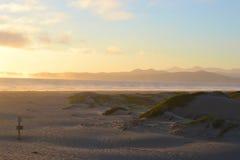 Por do sol da paisagem da praia foto de stock