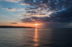 Por do sol da paisagem no Mar do Norte em Whitby Imagem de Stock Royalty Free