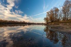 Por do sol da paisagem no rio Imagem de Stock Royalty Free