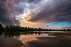 Por do sol da paisagem no rio Imagem de Stock