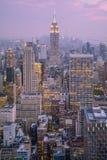 Por do sol da parte superior do obervatório do ` da rocha, New York City do ` do centro de Rockefeller foto de stock