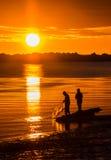 Por do sol da pesca da fritura de peixe imagem de stock