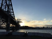 Por do sol da ponte imagem de stock