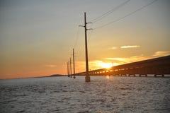 Por do sol da ponte da maratona imagem de stock