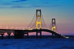 Por do sol da ponte de Mackinac, cidade Michigan de Mackinaw, EUA Imagens de Stock