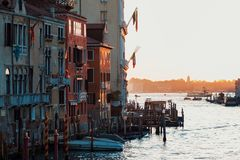 Por do sol da ponte do ` s de Accademia Veneza, Italy Panorama de Grand Canal Imagens de Stock Royalty Free