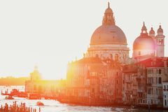 Por do sol da ponte do ` s de Accademia Veneza, Italy Saudação do della de Santa Maria fotografia de stock royalty free
