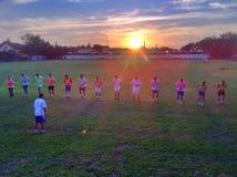 Por do sol da prática do futebol do futebol de Milutinac fotografia de stock royalty free