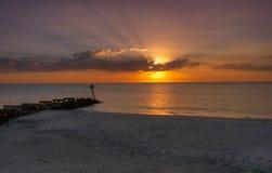 Por do sol da praia Fotos de Stock Royalty Free