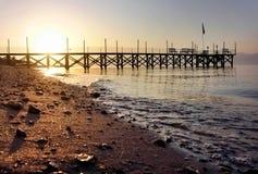 Por do sol da praia com toupeira imagem de stock