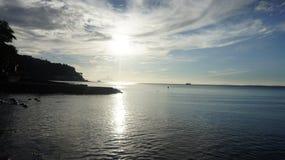 Por do sol da praia de Anilao fotografia de stock royalty free