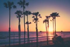 Por do sol da praia de Califórnia imagem de stock royalty free