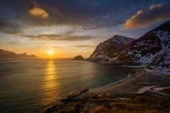 Por do sol da praia de Haukland Imagem de Stock Royalty Free