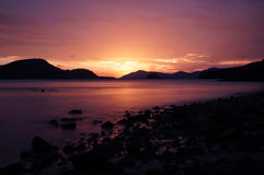 Por do sol da praia de Panwa foto de stock