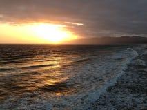 Por do sol da praia de Santa Monica fotografia de stock