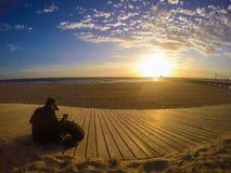 Por do sol da praia do kilda do St de Austrália Melbourne fotografia de stock royalty free