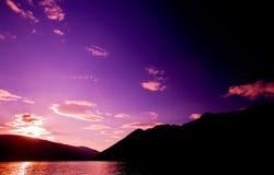 Por do sol da reflexão da montanha fotografia de stock royalty free