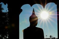 Por do sol da silhueta de buddha Imagem de Stock
