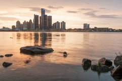 Por do sol da skyline de Detroit fotografia de stock