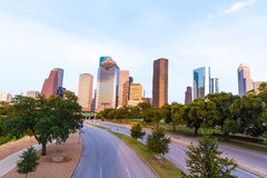 Por do sol da skyline de Houston de Allen Pkwy Texas E.U. foto de stock royalty free