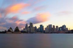 Por do sol da skyline de Sydney Imagens de Stock