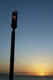 Por do sol da tocha de Tiki imagens de stock