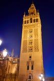 Por do sol da torre de Sevilha Giralda em Sevilla Andalusia imagem de stock royalty free