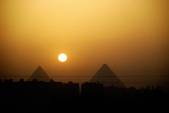 Por do sol das pirâmides de Egipto Fotografia de Stock