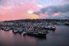 Por do sol de Ballard Bridge sobre o terminal de Fishermans Seattle, Washington fotografia de stock
