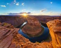 Por do sol de brilho Sunstar da curvatura da sapata do cavalo de Grand Canyon fotografia de stock royalty free