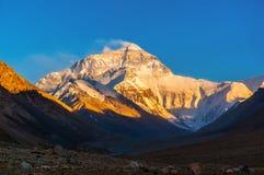 Por do sol de cena-Everest do platô tibetano (montagem Qomolangma) Fotos de Stock Royalty Free