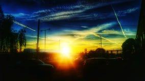 Por do sol de Colorfull sobre uma cidade Imagem de Stock Royalty Free