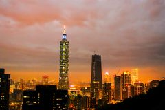 Por do sol de construção de taipei os 101 os mais altos em Taipei, Taiwan Imagens de Stock Royalty Free