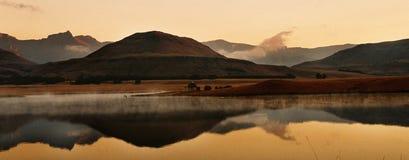 Por do sol de Drakensberg fotografia de stock
