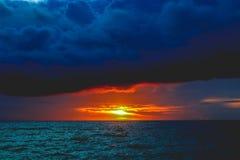 Por do sol de Hinugtan Imagens de Stock