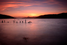 Por do sol de Loch Ness, montanhas, scotland Fotografia de Stock Royalty Free