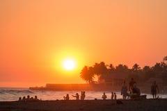 Por do sol de março no EL Tunco de Playa, El Salvador Foto de Stock Royalty Free