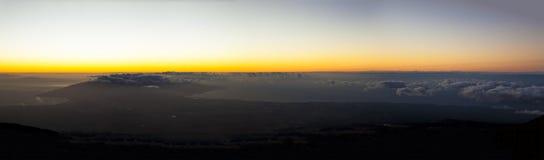 Por do sol de Maui visto do vulcão de Haleakala Imagens de Stock