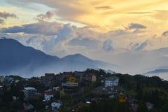 Por do sol de montanhas de Qing jin em Taiwan Imagens de Stock Royalty Free