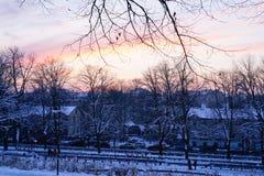 Por do sol de novembro na cidade Imagens de Stock