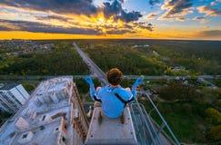 Por do sol de observação no guindaste Fotos de Stock