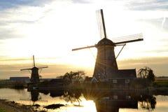 Por do sol de Países Baixos do moinho de vento Imagem de Stock