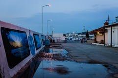 Por do sol de Pier On Seaside Town After dos pescadores - Turquia imagens de stock royalty free
